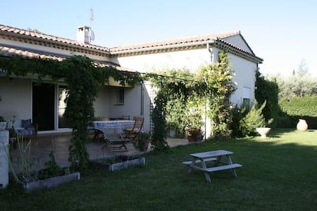 Modern villa i vinby i Provence - Cairanne