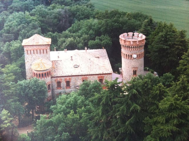 Nice apartment in a Castle near Barcelona & Girona - Sant Julia de Vilatorta - Apartemen