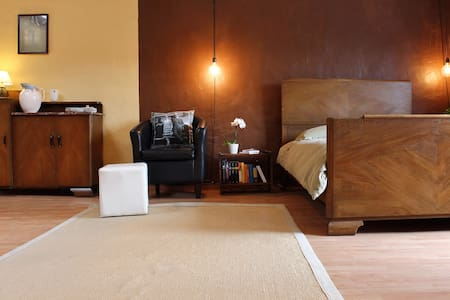 Large airy studio, central location - Ghent - Other