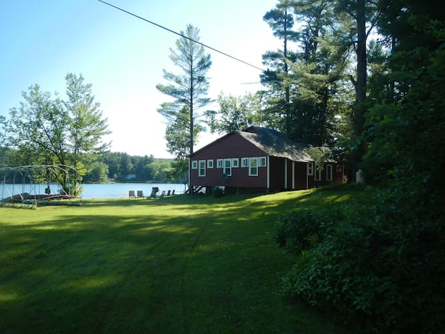 Lakefront 4 Bedroom Cottage - New Marlborough - Cabin