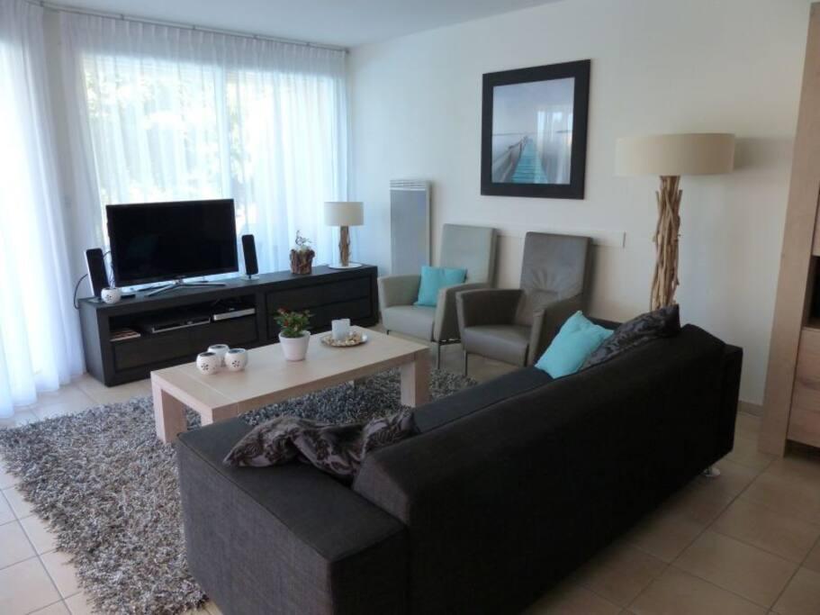 luxe living met led tv en home cinema
