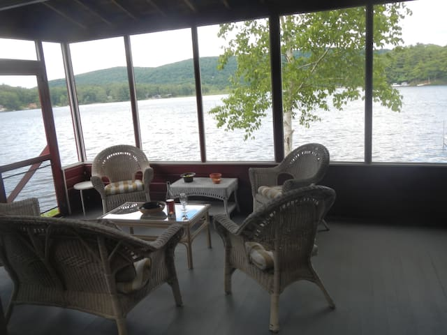 Lakefront 4 Bedroom Cottage - New Marlborough - Cabane