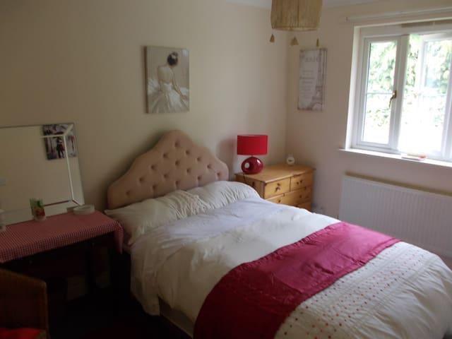 BUDE (15 mins) - room/en suite in HOLSWORTHY