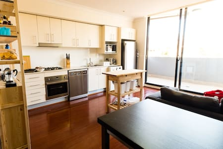 Modern 1 Bedroom Apartment, close to CBD & Newtown - 彼得舍姆