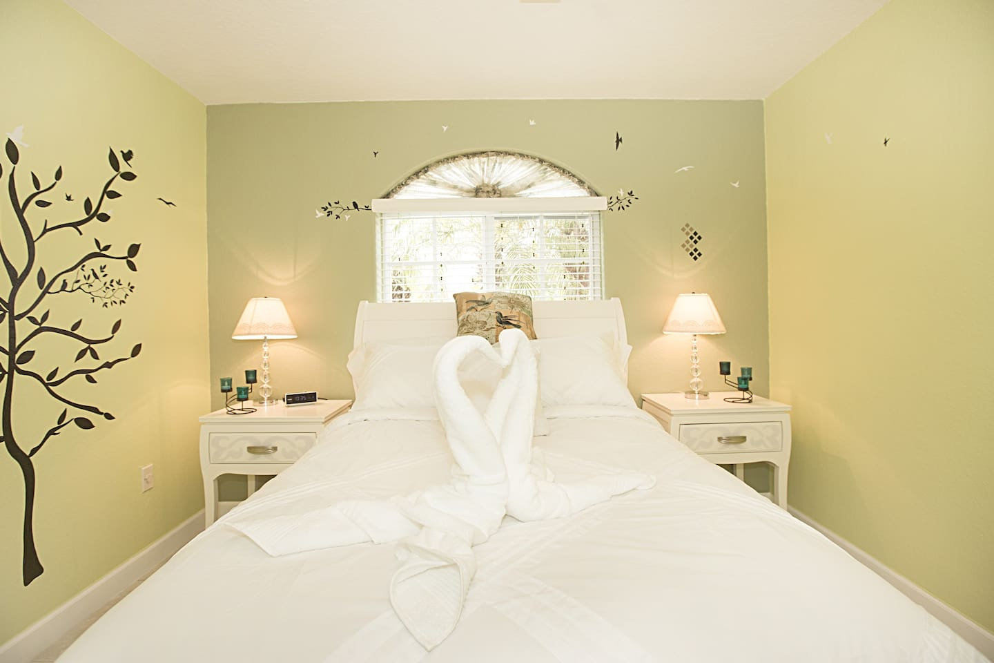 This beautiful bed room in Miami is waiting for you.