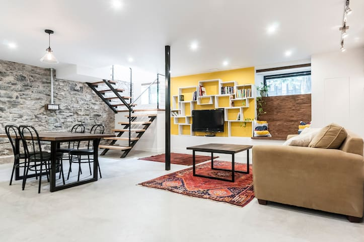 Unique Loft-Style Plateau Apartment - Montreal - Pis