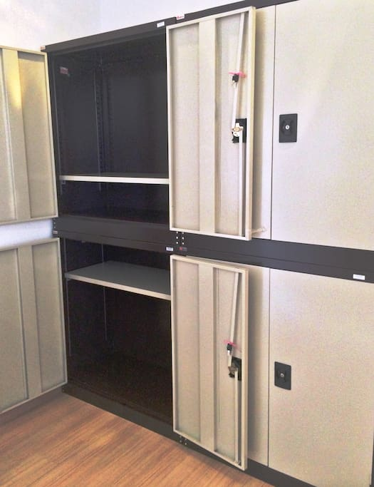 100cmx100cmx45cm private locker for every guest.