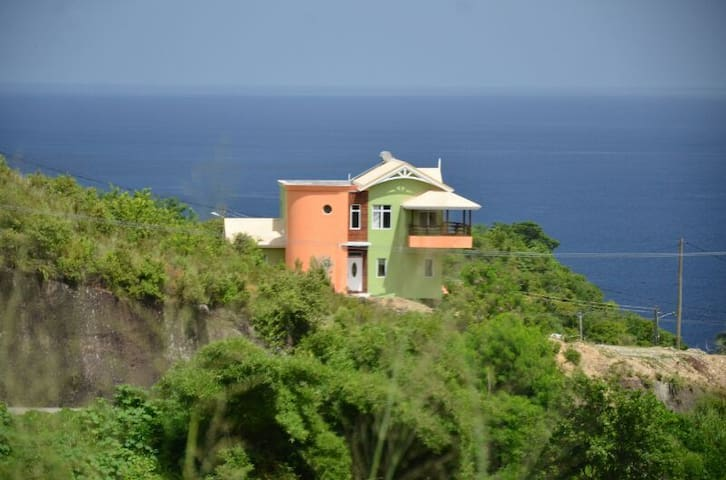 LUXURY HILLTOP RETREAT; BEST DEAL!! - Canaries - Dom