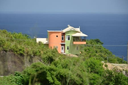 LUXURY HILLTOP RETREAT; BEST DEAL!! - Canaries - Hus