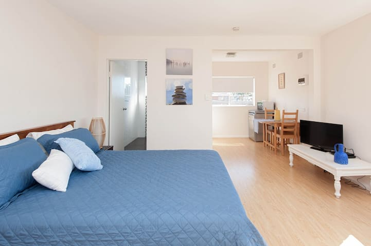 Oozing with natural light, enjoy the magnificent lifestyle Bronte has to offer in this top floor studio apartment