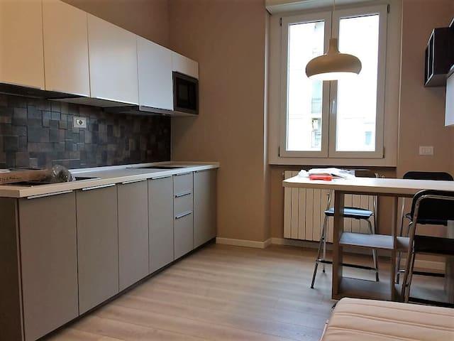 Modern cozy studio for 2 people in Milan