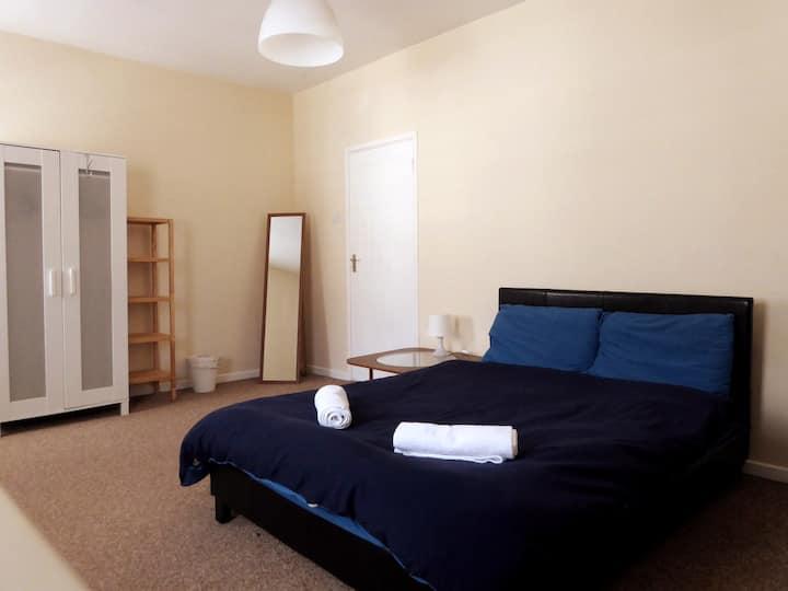 Double bedroom in Magdalena & Filipe's crib