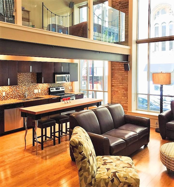 Executive 2 Story Loft in Downtown strip