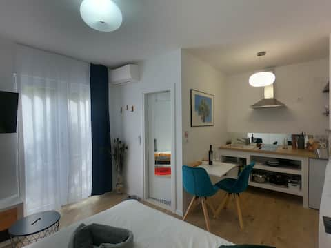 "Studio ""Maki"" 900m from the beach (10min by walk)"