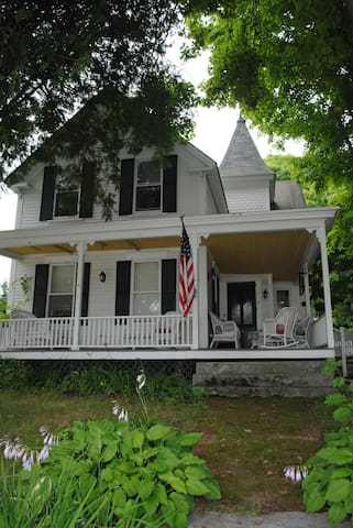 Classic New England Village Home - Gilford - บ้าน
