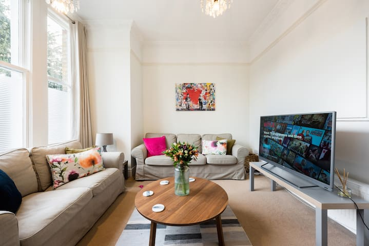 Heart of Ealing Apartment With Garden
