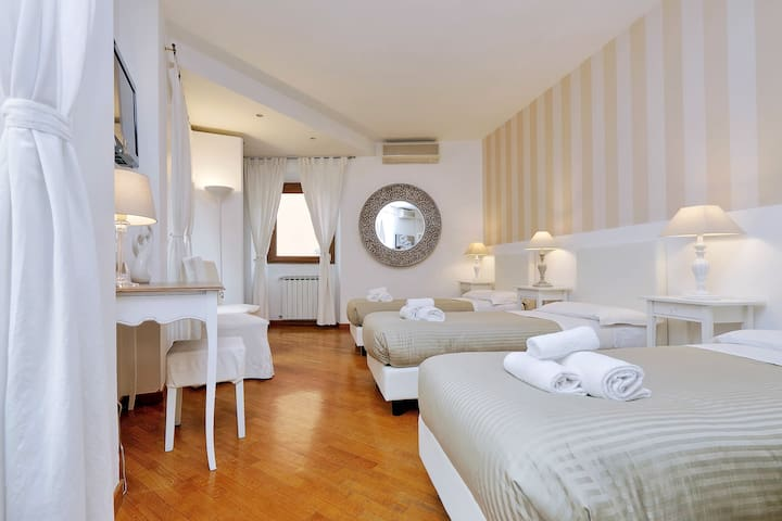 Elegant apartment in Trastevere