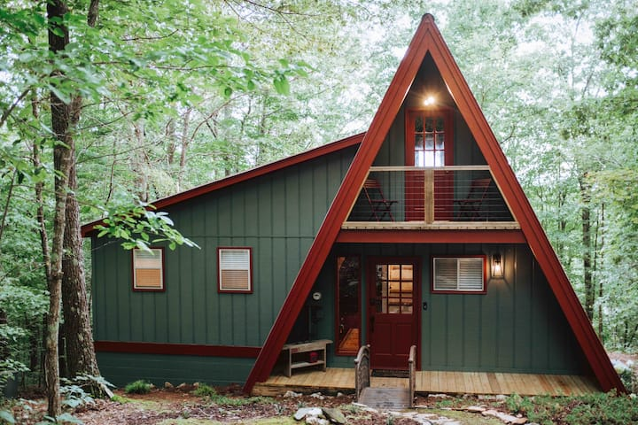 """""""Red""""A frame Blairsville BR MTNs perfect getaway."""