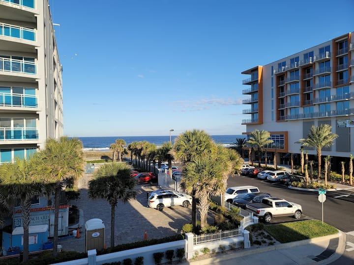 **Beachfront in Jax Beach! Perfect location!! ⛱ 🌊