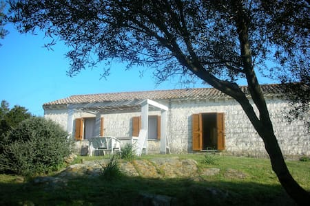 Typical farm house away from it all - Luogosanto - Villa