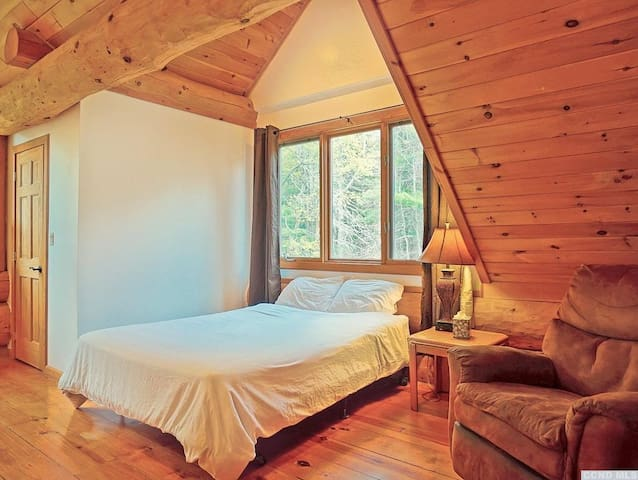 Second Guest Bedroom Upstairs