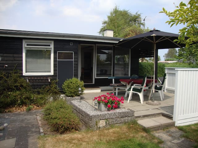 50´er sommerhus i Høll ved Fladstranden