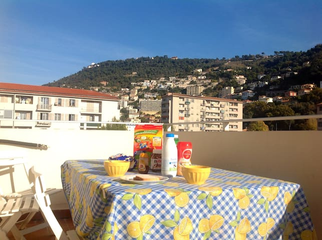 Chambre privée au calme avec balcon