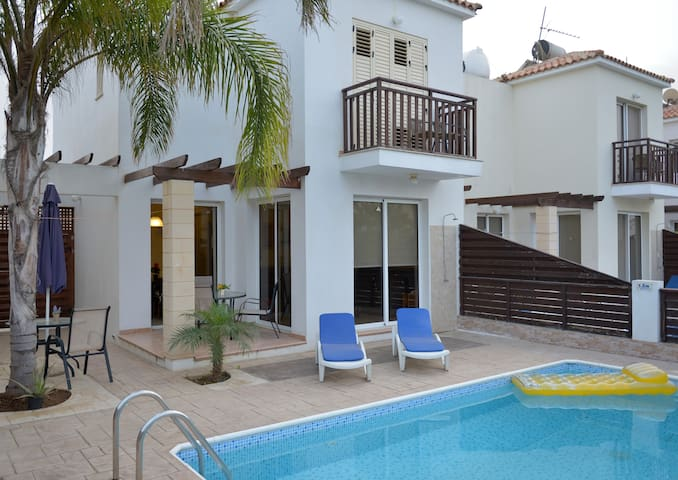 Goofy, 2 bed Villa in Protaras, FREE car,WiFi,pool