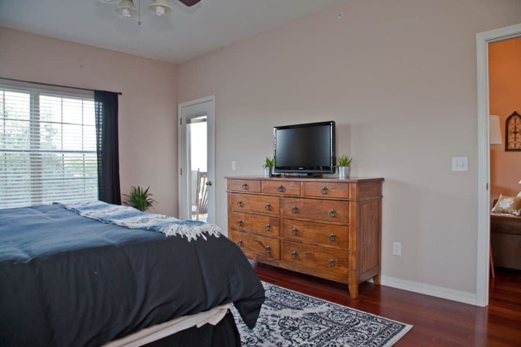 Master bedroom with king memory foam bed