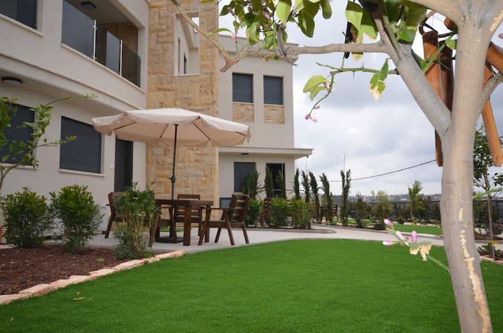 Zimmer Monte in Dalyat El Carmel - dalyat el karmel - ที่พักพร้อมอาหารเช้า