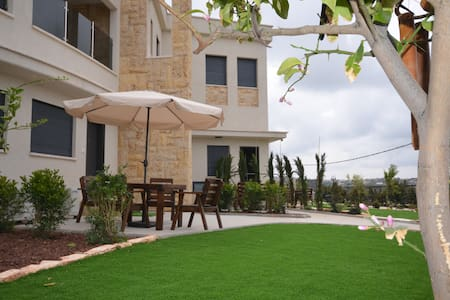 Zimmer Monte in Dalyat El Carmel - Bed & Breakfast