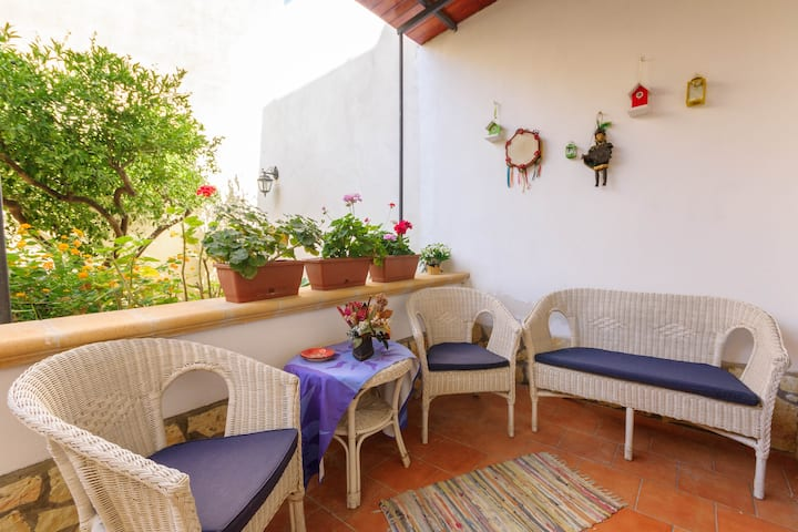 Holiday House in Trapani and garden