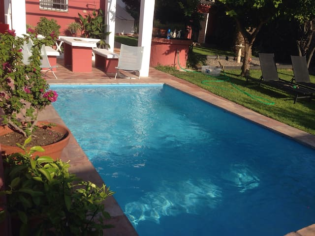 Sevilla house with garden&pool 8kms