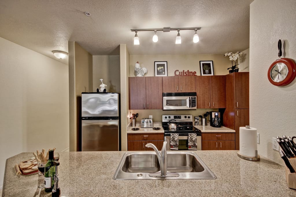 Stainless Steel appliances and fully equipped kitchen