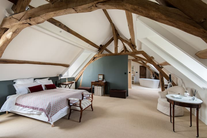 Maison Principale - Master Bedroom