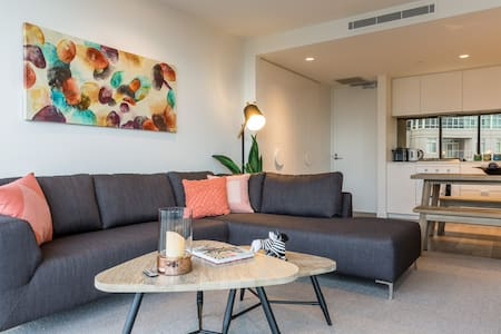 South Yarra Short Stay with the tram at the door - South Yarra - Apartmen