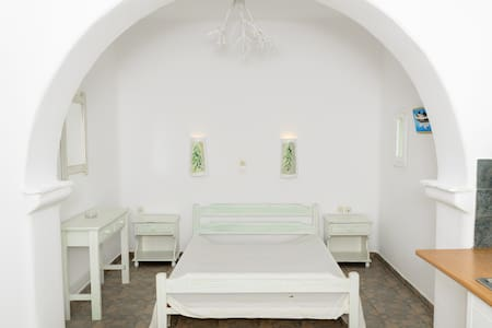 Quiet studio close to the  beach - Tsoukalia