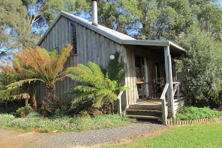 Bloomfield Fern Cottage near Warragul