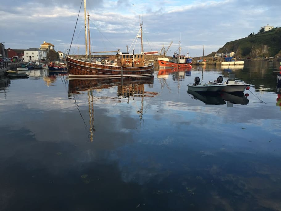 a stroll to the harbour
