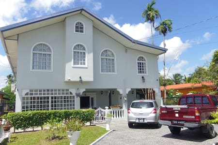 Airport Inn- rm3, 3 mins to Airport - Piarco