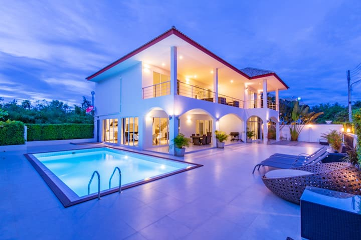 Modern 4 Bedroom Pool Villa in Good Location!