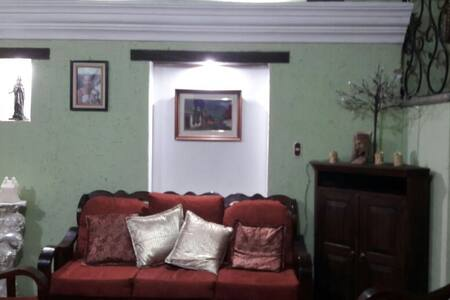 Casa Colonial,  Bugambilias - Jocotenango - Dom