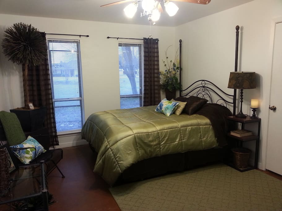 TWO ROOMS to choose from:GREEN room, Pillowtop mattress, FIOS- TV, closet, desk-area