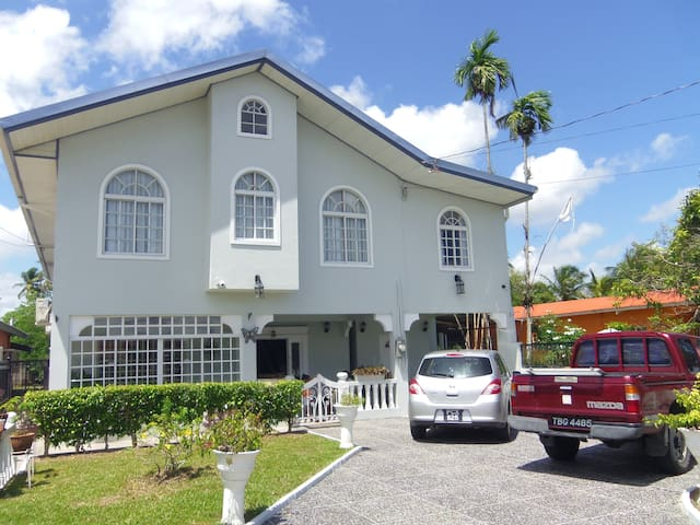 Airport Inn-rm 5, 3 mins to airport - Piarco