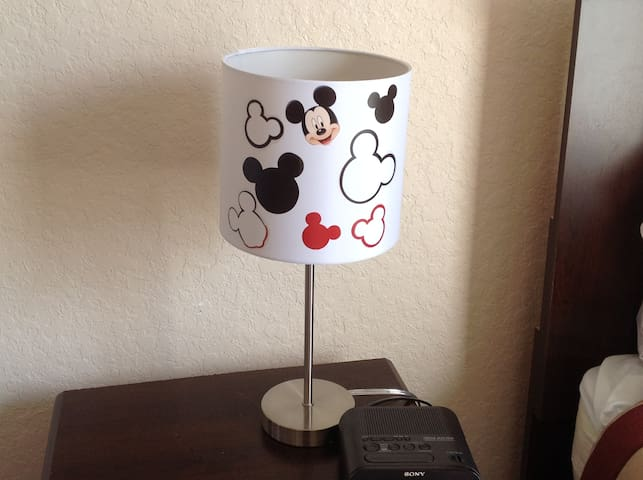Mickey themed lamp, twin room - Mickey lámpara temática, habitación doble