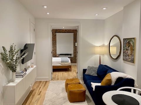Cozy Chic One Bedroom Upper East Side Abode
