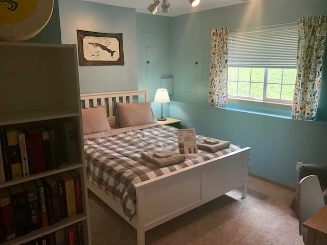 Charming room minutes from downtown! (#1)