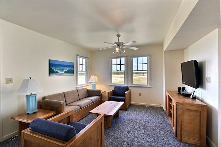 Terrific Townhouse w/ Shared Pool, Private W/D, Free WiFi, AC - Ocean View