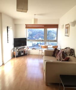 Spacious double room, 16 minutes to Central London - Harrow