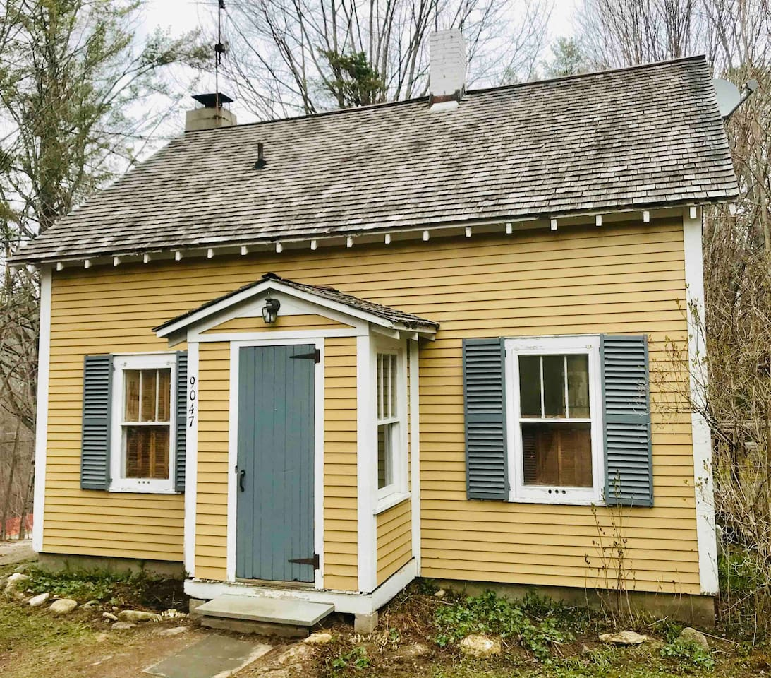 Darling cape nestled in a quiet location at the base of Stratton Mountain, just 8 minutes to the slopes. Family and pet friendly. Features two bedrooms with queen beds, a pull out sofa, and two full baths. Enjoy comfort coziness, and style.
